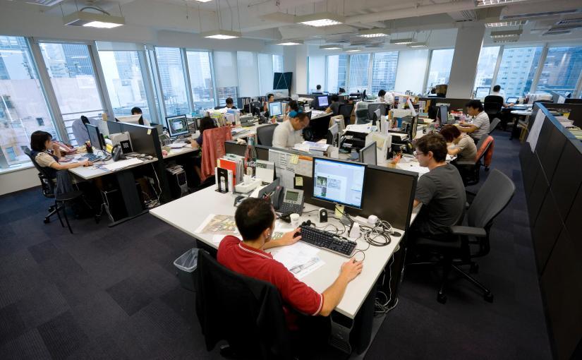 Tu cum stai la birou? Statul la birou poate dăuna gravsănătății