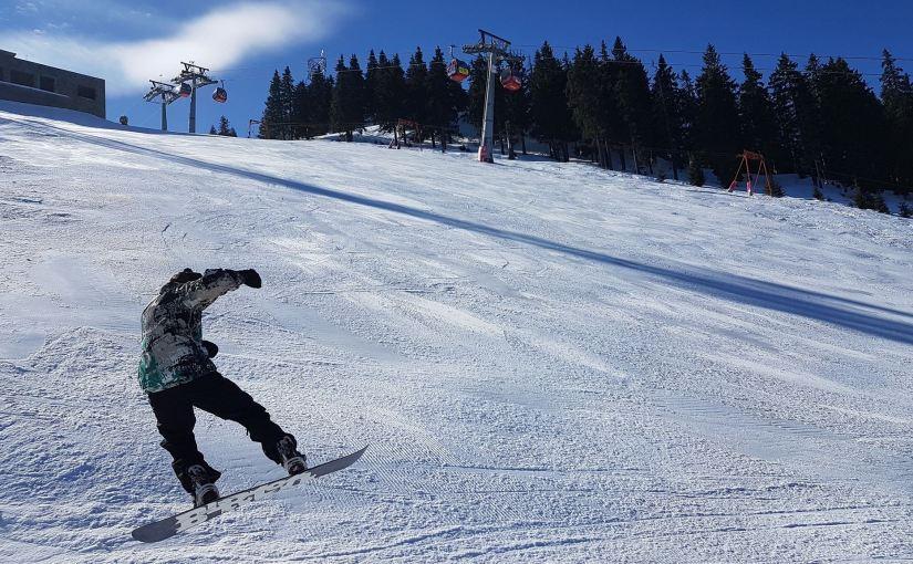 Încep pregătirile pentru sezonul de ski 2017/ 2018 în Poiana Brașov. Află noile tarifepracticate.