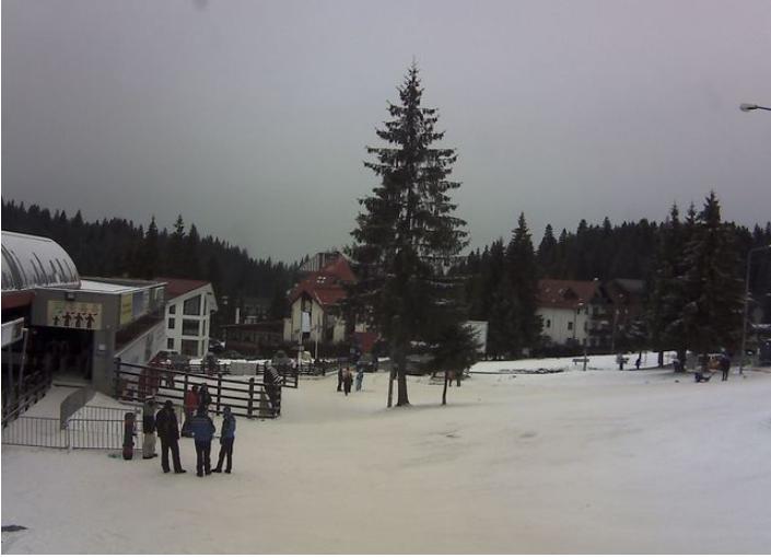 Am descoperit un webcam pe care vezi coada de la telegondola din Poiana Brașov în timpreal